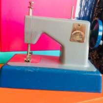 Продаю детскую швейную машинку Ленинградского завода, в Санкт-Петербурге