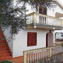 Продается двухэтажный дом с 3-мя спальнями и видом на море, в г.Будва