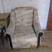 Малая гостинная стенка, письменный стол, кресло, в Омске
