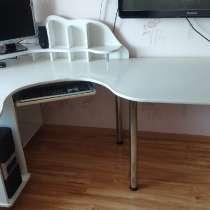 Письменный (компьютерный) рабочий стол с тумбочкой, в г.Силламяэ