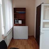 Сдам помещение в аренду с торца жилого МКД, под студию, офис, в Красноярске