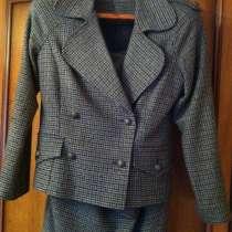 Продам новый твидовый костюм, в Казани
