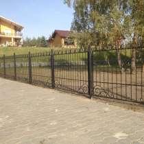 Металлический забор с элементами художественной ковки, в Омске