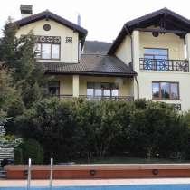 Дом с бассейном в Байдарской долине, в Севастополе