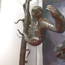 "Скульптура""Ленивец на стволе дерева"", в Краснодаре"