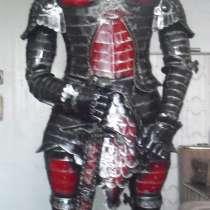 Рыцарь в военных доспехах-скульптура из металла, в Белореченске
