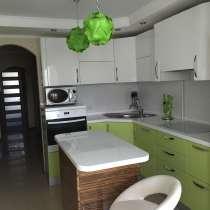 Трехкомнатная квартира с итальянской встроенной кухней, в Лермонтове