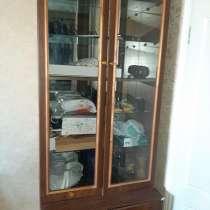 """Мебель С-Петербург """"стенка"""" 2 шкафа, посудный, вещевой хорош, в Уфе"""