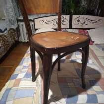 Продаю 6 стульев дерево бук сидение требует реставрации, в Майкопе