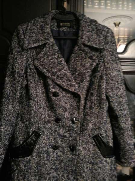 Пальто женское с лаковым поясом