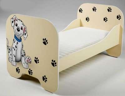 Кровать бежевая с рисунком