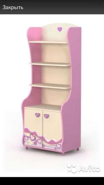 Книжный шкаф для маленькой принцессы