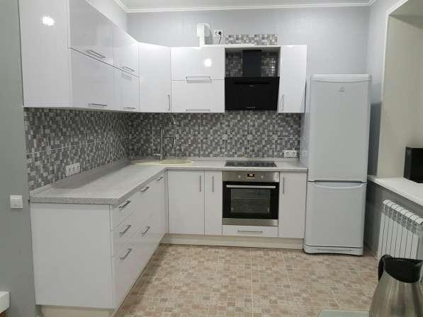 Кухонный гарнитур: Белый глянец