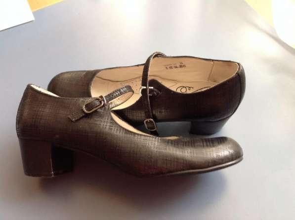 Туфли кожаные на каблучке 35р
