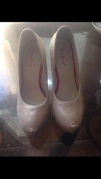 Продаю туфли новые. Ни разу не одевались