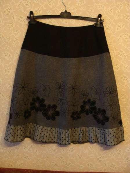 Шерстяная юбка с вышивкой
