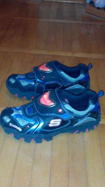 Продам кроссовки 39 р-р