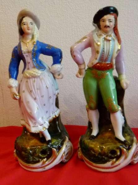 Старинные две статуэтки-вазы.19см