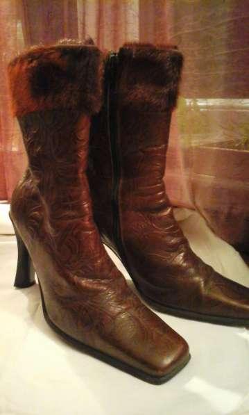 Сапоги кожаные бордовые лакированные на высоком каблуке