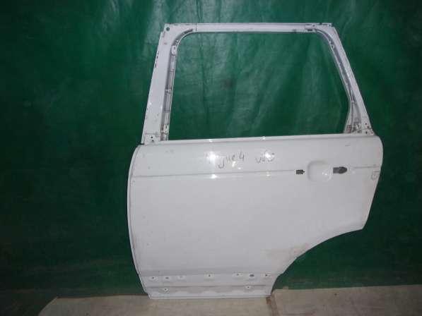 Левая задняя дверь на Land Rover Voque-белая