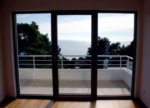 Дом с панорамными окнами, вид на море и горы. Черногория в фото 10