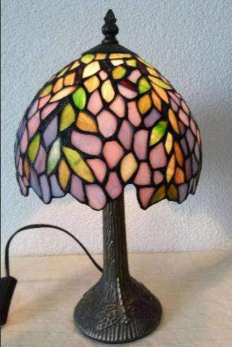 Tiffany. Красивая настольная лампа, стрекоза