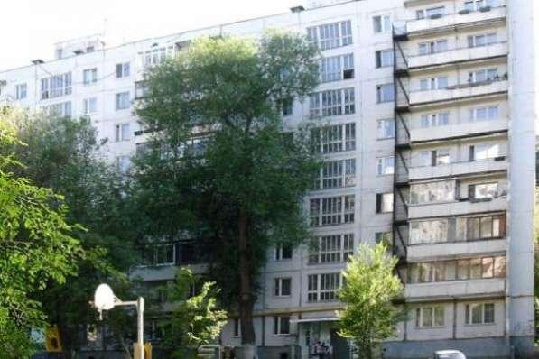 комнату 10 м2; в 3-к квартире на 2 этаже 9-этажного панельного дома