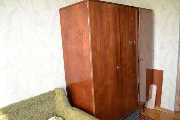 Шкаф трехстворчатый полированный