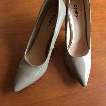 Бежевые лаковые туфли, в Феодосии