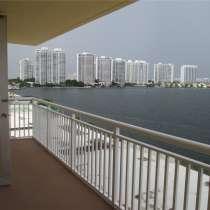 Квартира в Санни-Айлс в кондоминиуме Winston Towers 200, в г.Майами