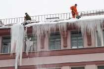 Чистка снега с крыш, сбивание сосулек, в г.Караганда