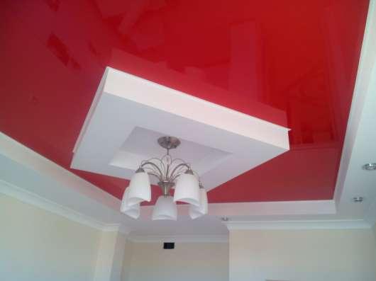 Бесшовные натяжные потолки Poliplast Бельгия в гостинной в г. Саки Фото 3