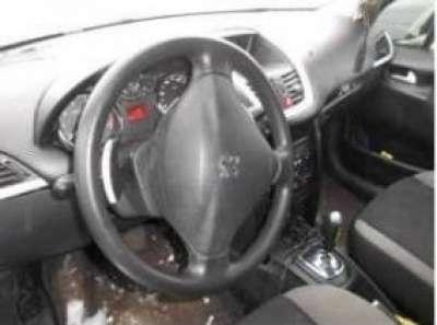 автомобиль Peugeot 207