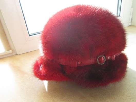 Женская норковая кепка - берет с козырьком
