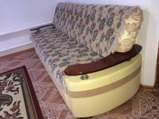 Дивами с двумя креслами