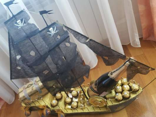 """""""Пиратский фрегат"""" из конфет"""