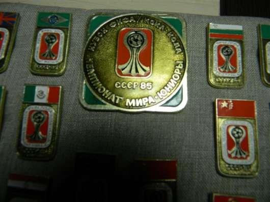 Комплект значков: Чемпионат мира по футболу, юниоры,1985г