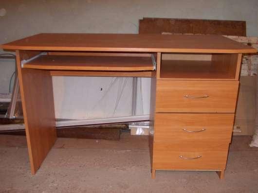 Продается стол школьный в хорошем состоянии