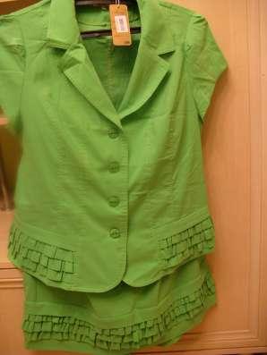 Костюм зеленый яркий, новый 56-58
