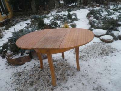 Старинный  круглый  стол