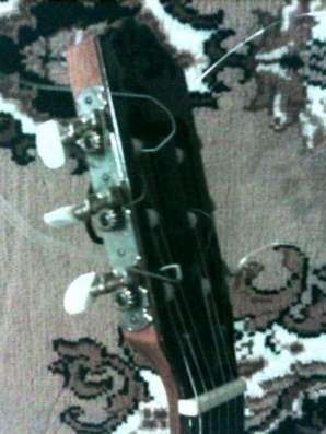 шестиструнную гитару
