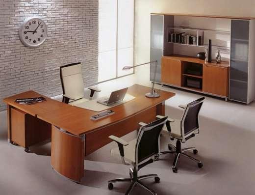 Стол, кресло, шкаф, тумба. Мебель для руководителя