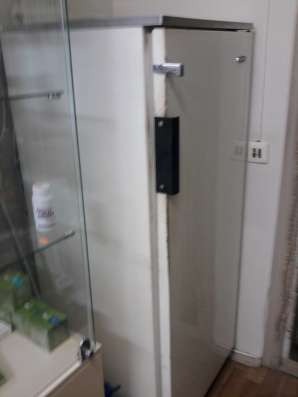 Компьютерный стол, холодильник, офисные кресла 2 шт. в Саратове Фото 1