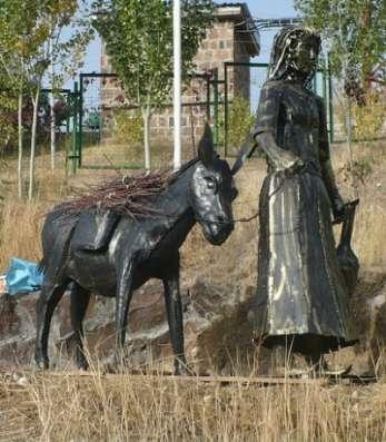 """Кованая скульптура""""Девочка с ослико"""