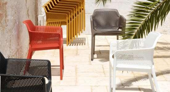Красочная уличная мебель Nardi Италия.