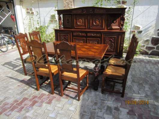 Сервировочная горка, стол и 6 стульев
