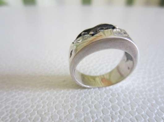 Кольцо из серебра с фионитами