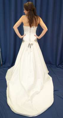 Атласное свадебное платье со шлейфом в Москве Фото 2