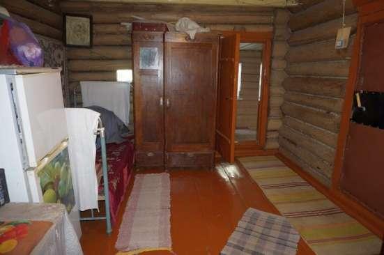 Бревенчатый жилой дом в деревне, недалеко от города, в Ярославле Фото 1