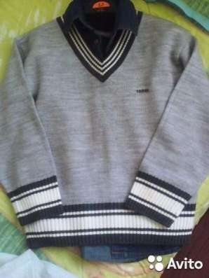 Полувер шерстяной и свитерок на мол на мальчика 110-116 рост